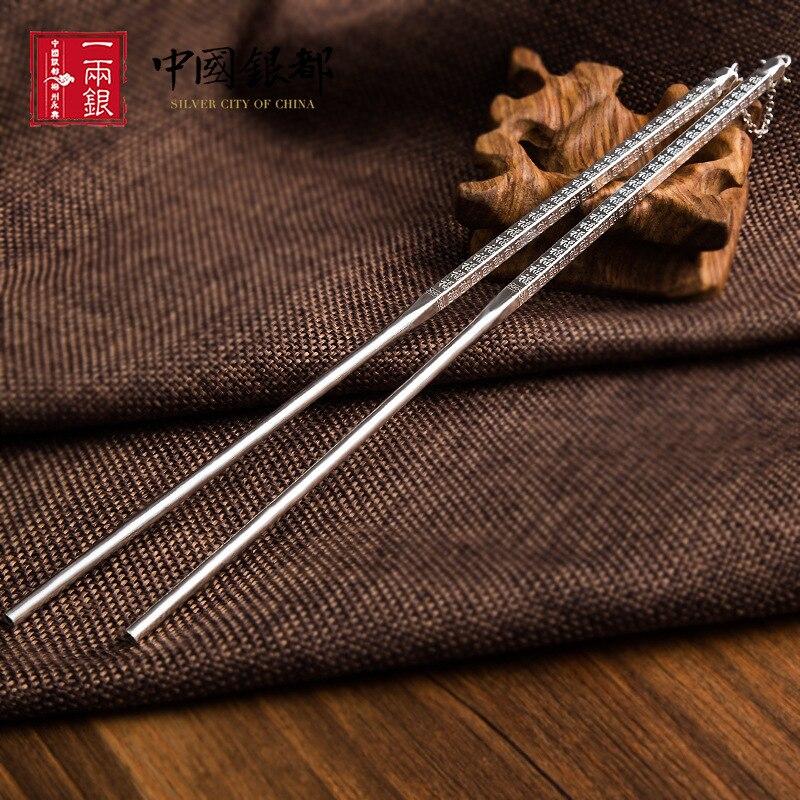 Une paire de baguettes solides en argent pur baguettes carrées en métal couverts de qualité chine 999 baguettes en argent couverts ensembles cadeau