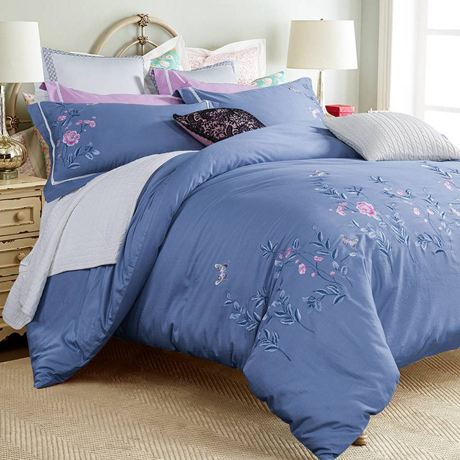 Blue and white bedding - Peony And Butterfly Embroidered Bedding Sets Queen King Size 100 Cotton Bedlinen Dark Blue Elegant Bedding Set White Lace