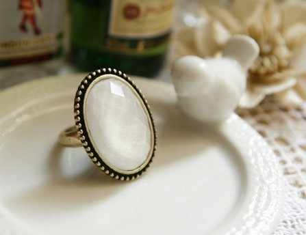 The latest fashion trade original single retro geometric oval ring flower white jewelry factory wholesale