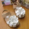 Verano caliente para los niños/niña/niño princesa de la manera zapatos ocasionales respirables sandalias de la flor plana sandalias de cuero antideslizante