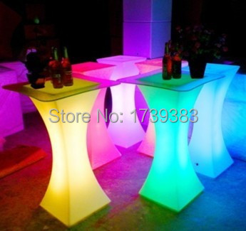 Illuminated led square cocktail table for coffee station for Cocktail tables led
