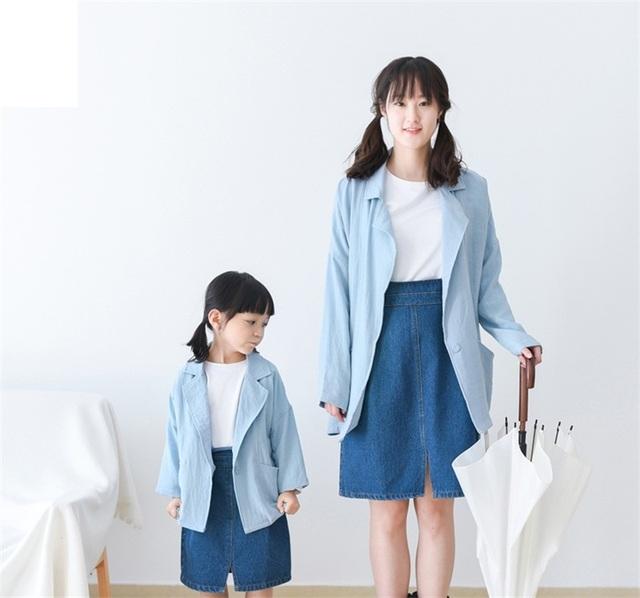 2017 ropa de Otoño chica de las mujeres prendas de vestir exteriores azul cielo cazadoras outfit matching familiar niños moda abrigos madre hija abrigos