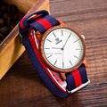 Estilo de moda Ronda Los Hombres Del Cuarzo Ajustable De Madera banda de Reloj para los hombres Hebilla relojes delgada Tela de nylon Pulsera de Madera de Madera