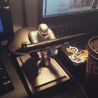 Resin Hero Knight Model Toys For Kids Birthday Gift Pen Holder Metal Pen Office Stationery Decorative