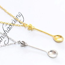 Vintage Style Alice Wonderland Crown Inspired Mini Tea Spoon Snuff Pendant  Necklace (10 pcs) alice wonderland crown inspired mini tea spoon snuff pendant charms car keychain bag handbag keyring car key chain souvenir gift