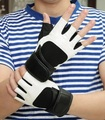 Весной и летом мужской фитнес спортивные полу-палец перчатки черный и белый моды личности скольжению фитнес