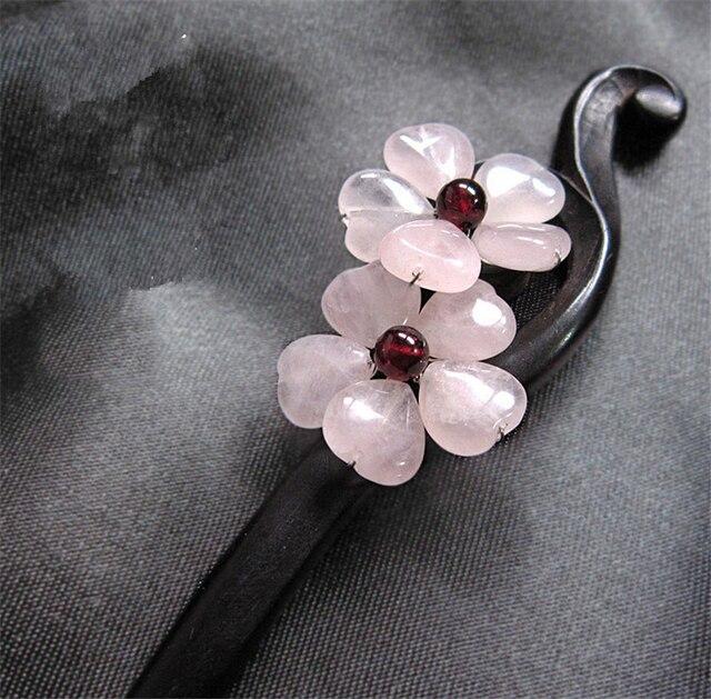 Черное  украсить цветком