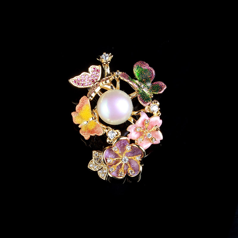 все цены на Korean cloth flowers brooch corsage pearl rose bouquet rhinestone brooches clams clasp needle word brooch female free shipping