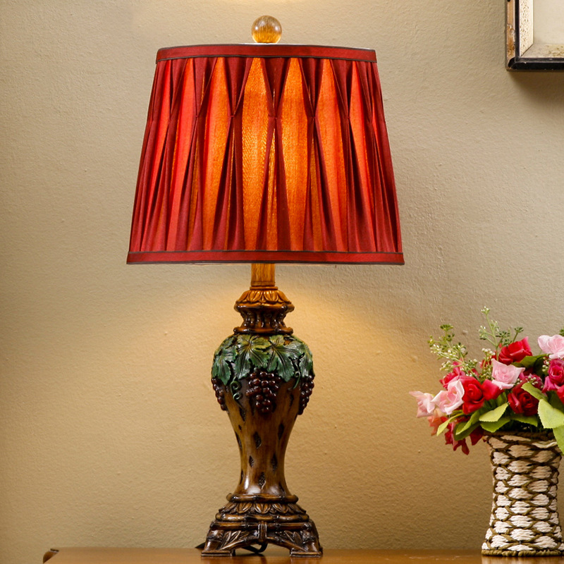 Handmade Sculpture Purple Grapes Luxruy Table Lamp High Retro Resin Table Lamp Cloth Lampshade Dimming Table Lamp E27