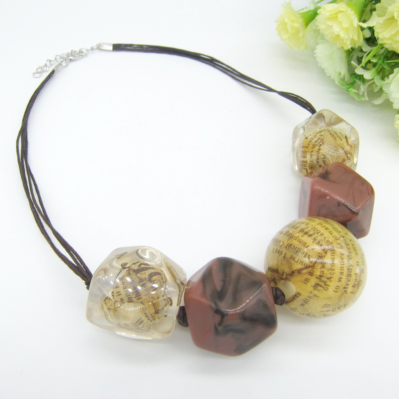 Exaggerated Design Large Irregular Resin Beaded Fashionable Women`s Short Necklace