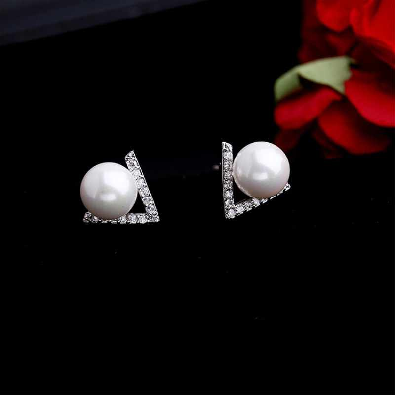White Gray Imitation Pearl Crystal Stud Earrings for Women Personality Fashion Jewelry Triangle Statement Earrings Party Weddin