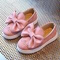 Butterfly-nudo niñas se deslizan en los holgazanes casual shoes 2017 bebé niños pequeños zapatillas brogue primavera princesa shoes