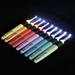 1 pc ganchos de crochê com led plástico lidar com agulhas de tricô conjunto luz 2.5 6.5mm agulha costura kit multicor ferramenta de costura
