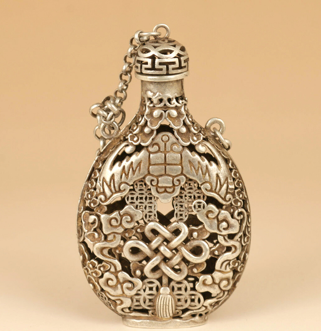 Chna Tibet-silver Copper HAND-CARVED HOLLOW DRAGON STATUE ROYAL OLD SNUFF BOTTLE