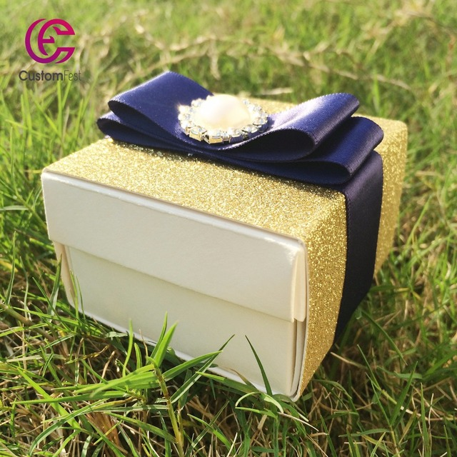 Us 39 99 Whole Web Unique 40pcs Lot Thick Gold Glitter Favor Box Candy Gorgeous With Ribbon And Brooch Decoration In Gift Bags Wring