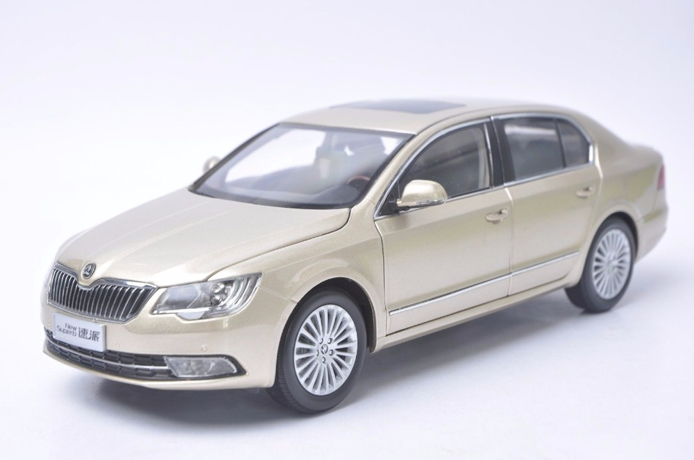 1:18 Diecast Model for Skoda New Superb 2012 Gold Sedan Alloy Toy Car Miniature Collection Gifts 1 18 diecast model for buick lacrosse black classic sedan alloy toy car collection gifts