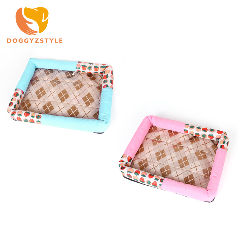 Strawberry Pattern Dog Mat House Summer Breathable Cool Ice Silk Pet Sleeping Cushion Bed Pad Kennel Puppy Cat Products