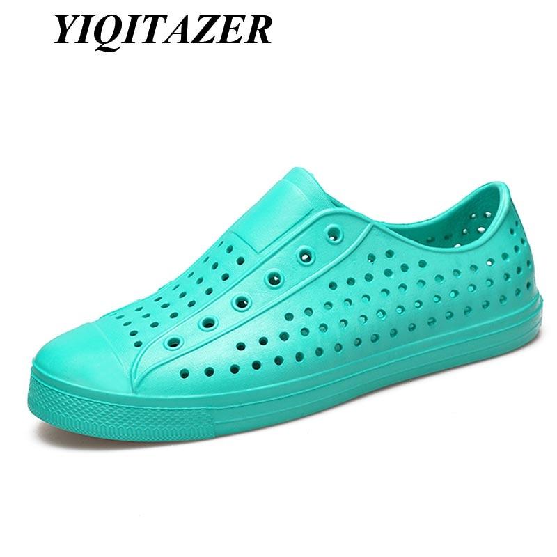"""YIQITAZER 2018 Nauji dizainerio sukurti vasariški, vyriški, avalynės batai su vandeniu, kvėpuojančios PVC """"Slipon"""" paplūdimio šlepetės."""