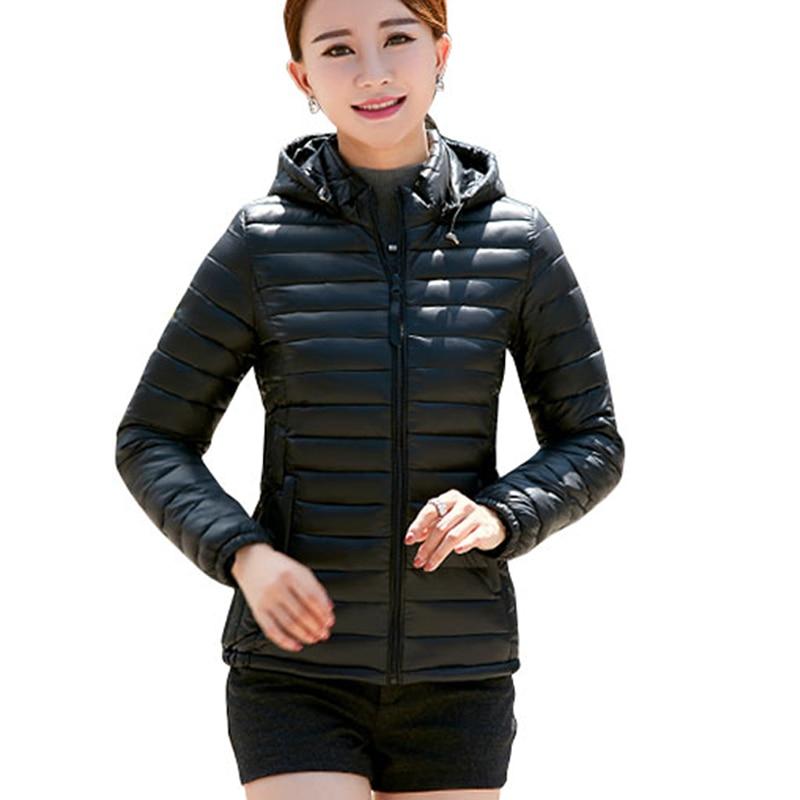 2018 femmes d'hiver à capuchon de base manteau solide plus la taille 4XL mince mince veste femme casual coton ultra lumière parka courte chaquetas