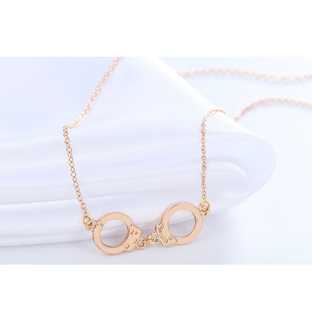 Silver Hand Cuffs Necklace Women Gold Metal Snap Pendants Necklaces Wholesale Bridal Jewelry Fashion Long Collier Collares D002