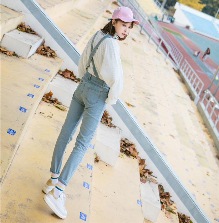 Autumn and winter Korean women's high waist row buckle show thin light color loose nine points jeans suspenders small feet suspender (6)