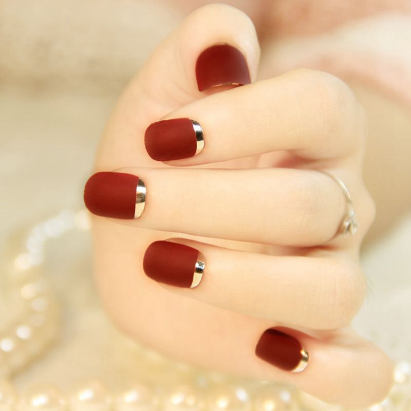 Fashion Matte Red False Nails Silver Short Squoval Lady Pre-designed Nails Full Wrap French Manicure Accessories 24Pcs Z096