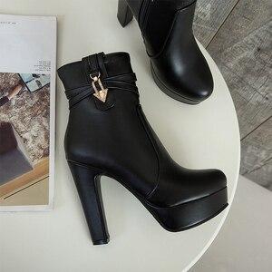 Image 5 - Wetkiss 2020 겨울 하이힐 발목 여성 부츠 라운드 발가락 신발 크리스탈 pu 여성 신발 겨울 플랫폼 부팅 큰 크기 34 50