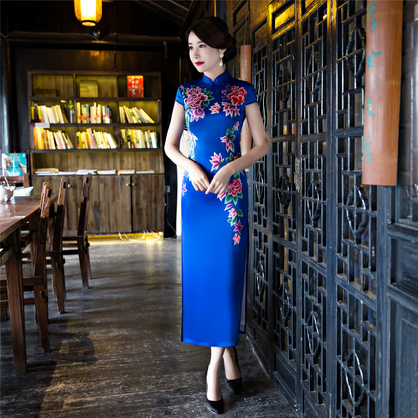 women long qipao long sleeve traditional chinese dress plus size red blue  silk with embroidery cotton cheongsam dress-in Cheongsams from Novelty    Special ... eec8c0b09abe