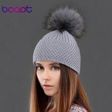 BOAPT кашемир теплые вязанные шляпа зима природный подлинная реального ракун мех pom pom cap для женщин шапки женский шляпа головные уборы шапочки