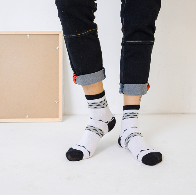 Harajuku Men Happy Socks Hip Hop Socks Comfortable Breathable Print Color Stripes Warm Socks Men Long Short Sox