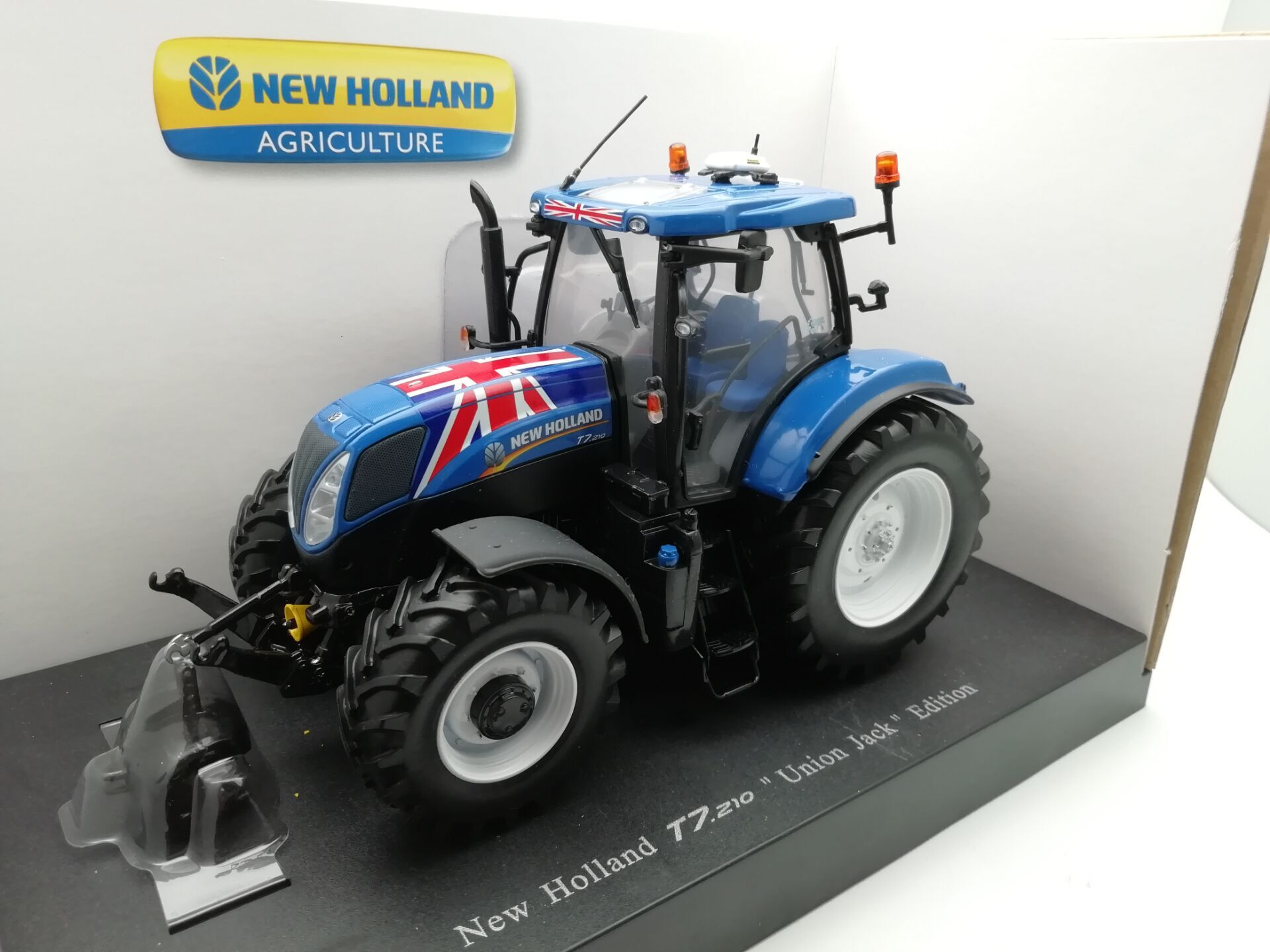 UH 4045 1:32 NEW HOLLAND T7 210 Agricultural tractors alloy