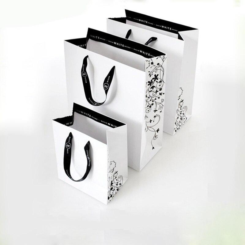 Bagaj ve Çantalar'ten Alışveriş Poşetleri'de Toptan 500 adet/grup kullanımlık butik hediye kağıt alışveriş torbaları özelleştirilmiş baskı logosu lüks promosyon giysi çanta dükkanlar için'da  Grup 1