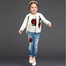 2016 мода детская одежда весной и осенью Роза рельефная печать куртка/пальто + рубашка/Футболка + джинсы 3 шт. наборы