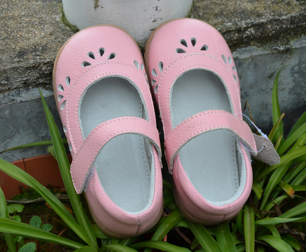 Filles chaussures en cuir de vache enfant chaussures rose blanc argent mary jane fleur découpes bebe enfants sandales demi pour élégant kids2017