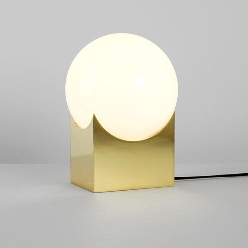 Nordic Post modern Minimalist Table Lamp Creative Bedroom Metal Glass Ball Decorative Lamp Art Study Light