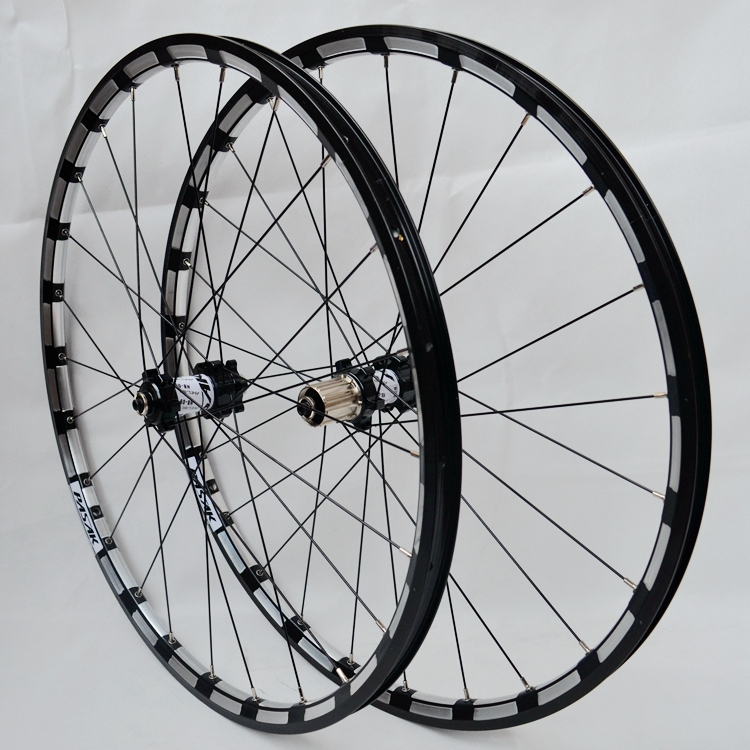 Free shipping 2016 MTB Mountain Bike 26er 27.5er carbon Six Holes Disc Brake Wheel CR 24H 11 Speed Support Alloy Rim Wheelset free shipping lutu xt wheelset mtb mountain bike 26 27 5 29er 32h disc brake 11 speed no carbon bicycle wheels super good