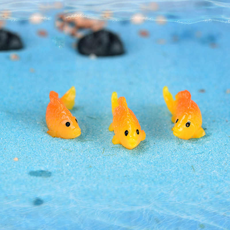 ZOCDOU 1 Piece Gold White Grass Carp Fish Goldfish Fishbowl Model Small Statue Little Figurine Crafts Figure Ornament Miniatures