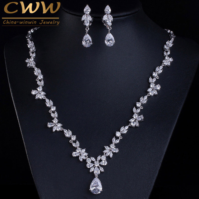 8788d27a6125 CWWZircons 2018 nuevos accesorios de disfraz de boda circonita cúbica  cristal pendientes de novia y collar