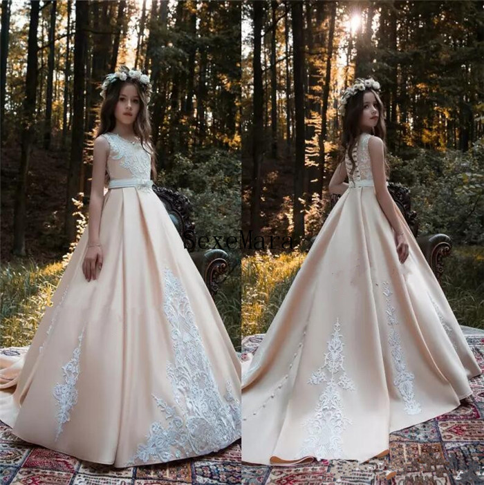 2018 New Blush Pink Flower Girl Dresses Princess A Line Kids Formal Wear Gowns Appliqued Sweep Train with Sash Girl Pageant Gown