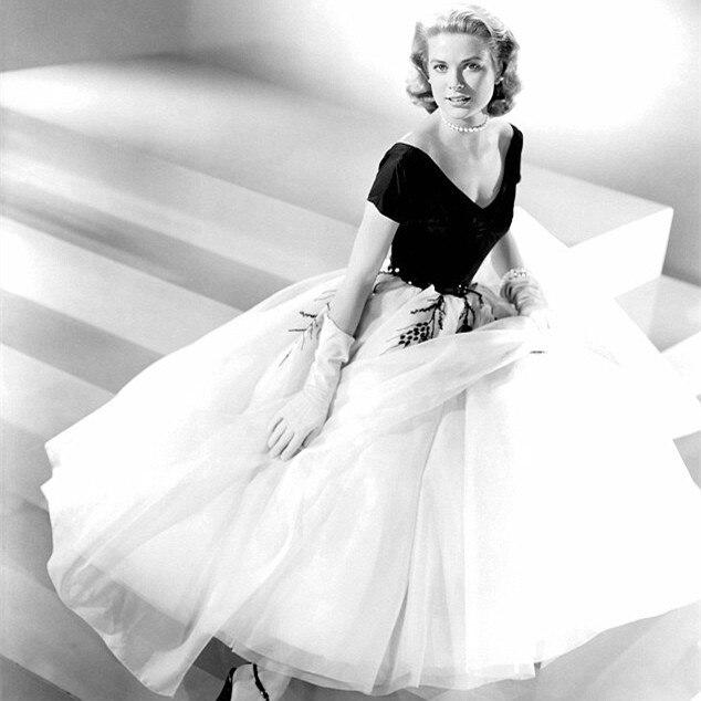 Hot Sale Elegant Grace 2018 Tee Length Vintage White And Black V-Neck Velvet Evening Ball Gown Mother Of The Bride Dresses