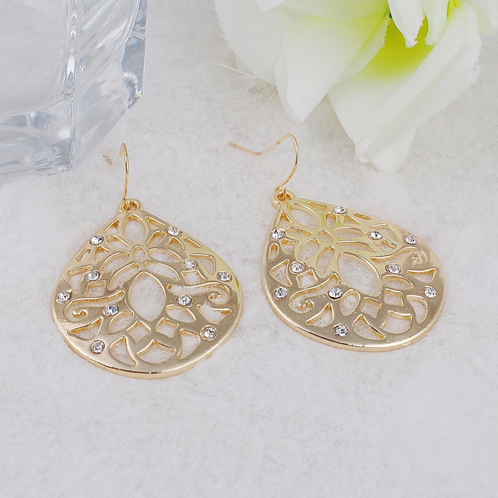 Pendientes jewelry fashion 2018 Smooth hollow out Gold color alloy water drop flower dangle earrings for women in Drop Earrings from Jewelry Accessories