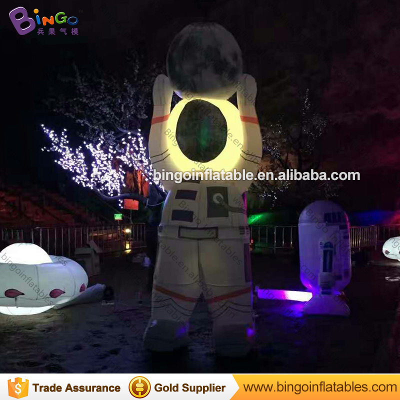 Customized LED lighting inflatable big astronaut hot sale blow up spaceman pilot for decoration inflatable toys inflatable cartoon customized advertising giant christmas inflatable santa claus for christmas outdoor decoration