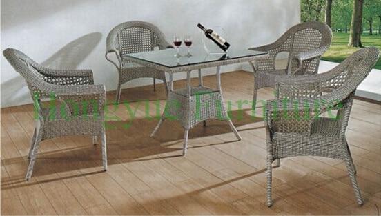 Interior comedor de mimbre silla mesa puesta, mimbre mesa conjunto ...