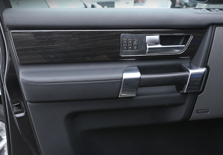 For Land Rover Discovery 4 LR4 Interior Door Handle Panel Cover Trim ABS Black Wood Grain Newest 4pcs/set newest for land rover discovery 4 lr4 accessories abs dark wood grain center console ac vent cover trim stickers for lhd
