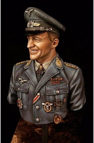 Resin Kits 1/9 Hans Ulrich Rudel German soldier Bust Unpainted Kit Resin Model Free Shipping