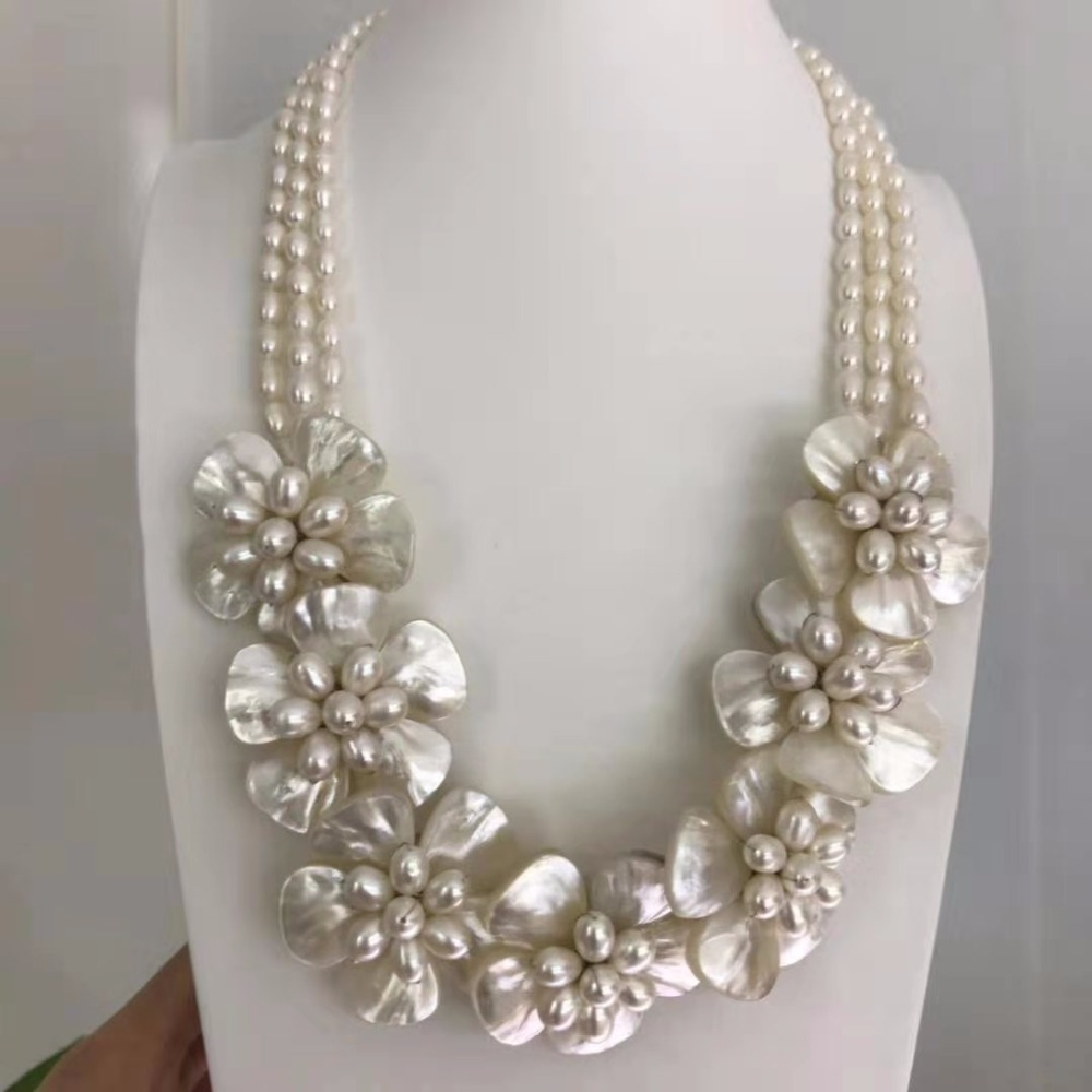 Beautiful Natural FW Pearl Flower Necklace White MOP Shell Bridal Wedding Jewelry