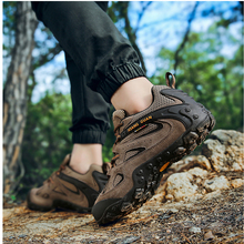XIANG GUAN Men Hiking Shoes Tactical boots Mountain Climbing Anti-skid Wear resistant breathable fis