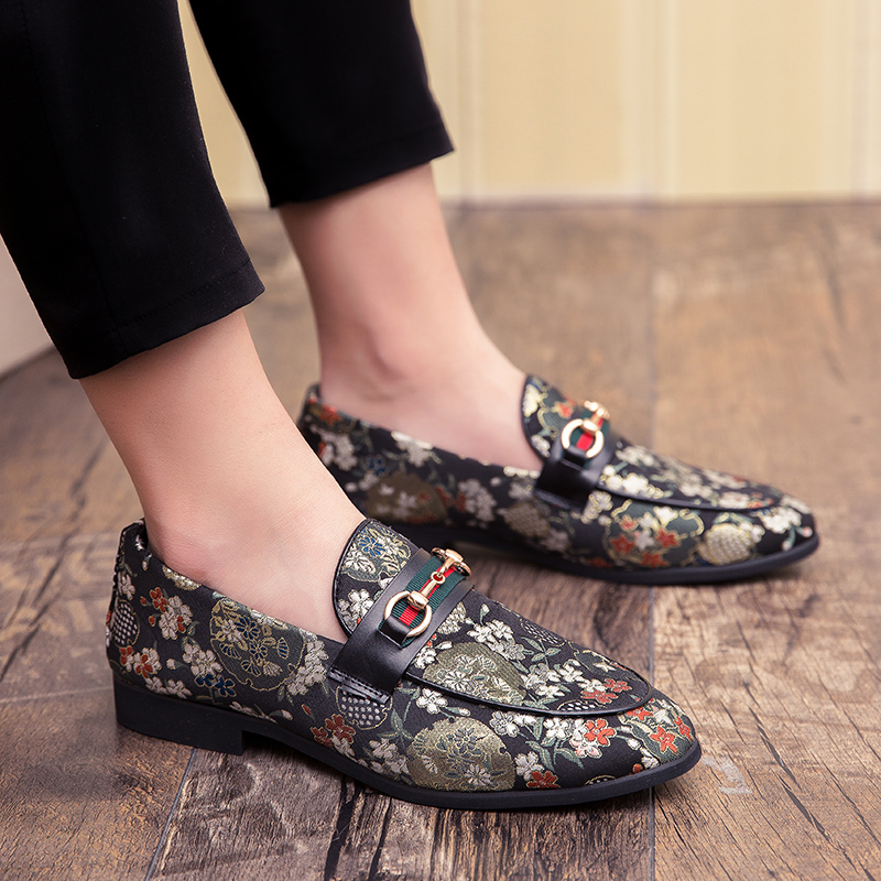 2019 New Brand Formal Shoes Men Leather Shoes Flower Embroidery Slip On Lazy Driving Shoe Office Loafers Mens Canvas Shoes 3