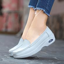 Plardin kobiety buty wsuwane prawdziwej skóry poślizgu na buty do chodzenia białe trampki buty w stylu casual balet mieszkania szpitala buty pielęgniarskie tanie tanio Skóra bydlęca Podstawowe Szycia Lato Slip-on Gumowe Graniczy Dla dorosłych Okrągły nosek Pasuje prawda na wymiar weź swój normalny rozmiar