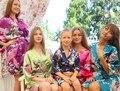 Плюс Размер Новое Качество Женщины Атласа Кимоно Халаты Короткий Стиль Женщины Павлин Печатных Шелковое Кимоно Халаты Свадьба Невесты Халат